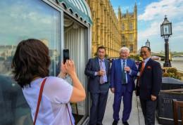 UB Mayor beside Thames (MONGOLIAN MEETING-2)